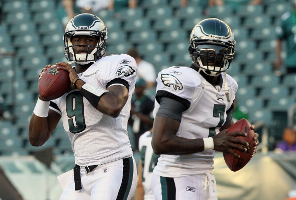 PHILADELPHIA, PA - AUGUST 11:  Vince Young #9 and Michael Vick #7 of the Philadelphia Eagles warm up before playing against the Baltimore Ravens during their pre season game on August 11, 2011 at Lincoln Financial Field in Philadelphia, Pennsylvania.  (Photo by Jim McIsaac/Getty Images)