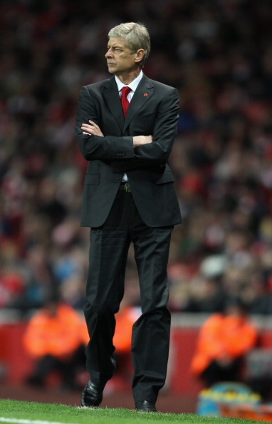 LONDON, ENGLAND - NOVEMBER 26:  Manager Arsene Wenger of Arsenal looks on from the touchline during the Barclays Premier League match between Arsenal and Fulham at Emirates Stadium on November 26, 2011 in London, England.  (Photo by Scott Heavey/Getty Images)