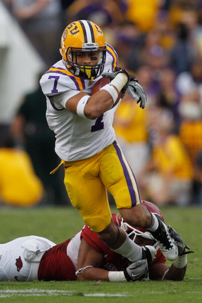 BATON ROUGE, LA - NOVEMBER 25:  Tyrann Mathieu #7 of the Louisiana State University Tigers slips a tackle against the Arkansas Razorbacks at Tiger Stadium on November 25, 2011 in Baton Rouge, Louisiana.  (Photo by Chris Graythen/Getty Images)