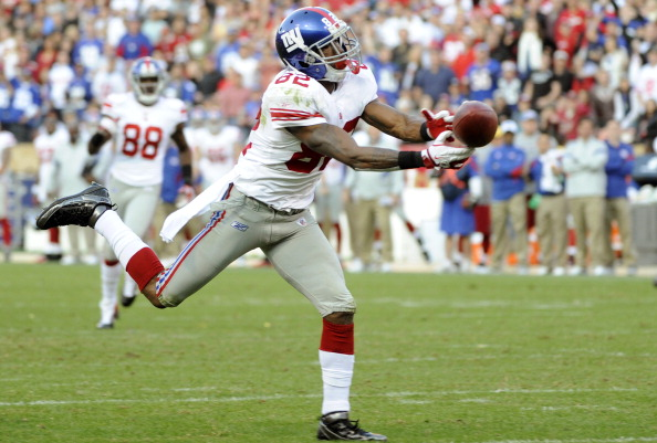 SAN FRANCISCO - NOVEMBER 13:  Mario Manningham #82 of the New York Giants has this pass go off his fingertips against the San Francisco 49ers during an NFL football game at Candlestick Park November 13, 2011 in San Francisco, California. The 49ers won the game 27-20. (Photo by Thearon W. Henderson/Getty Images)