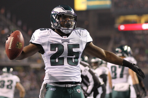 SEATTLE - DECEMBER 01:  Running back LeSean McCoy #25 of the Philadelphia Eagles reacts after scoring a touchdown against the Seattle Seahawks at CenturyLink Field on December 1, 2011 in Seattle, Washington. (Photo by Otto Greule Jr/Getty Images)