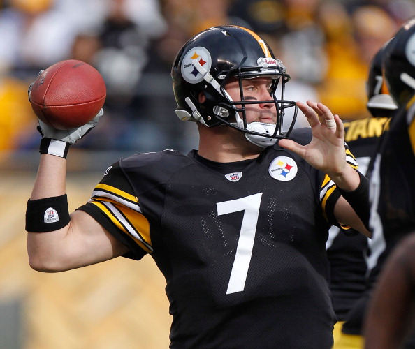 PITTSBURGH, PA - DECEMBER 04:  Ben Roethlisberger #7 of the Pittsburgh Steelers throws a first quarter pass while playing the Cincinnati Bengals at Heinz Field on December 4, 2011 in Pittsburgh, Pennsylvania.  (Photo by Gregory Shamus/Getty Images)