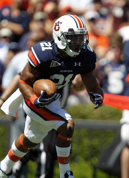 AUBURN, AL - SEPTEMBER 10:  Running back Tre Mason #21 of the Auburn Tigers during a kick return in the first half on September 10, 2011 at Jordan-Hare Stadium in Auburn, Alabama. (Photo by Butch Dill/Getty Images)