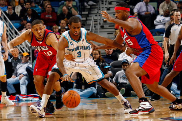 NEW ORLEANS - JANUARY 13:  Chris Paul #3 of the New Orleans Hornets fights to keep the ball away from Eric Gordon #12 and Craig Smith #5 of the Los Angeles Clippers at the New Orleans Arena on January 13, 2010 in New Orleans, Louisiana.  The Hornets defeated the Clippers 108-94.  NOTE TO USER: User expressly acknowledges and agrees that, by downloading and/or using this Photograph, User is consenting to the terms and conditions of the Getty Images License Agreement.  (Photo by Chris Graythen/Getty Images)