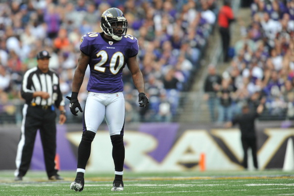 BALTIMORE - NOVEMBER 20:  Ed Reed #20 of the Baltimore Ravens defends against the Cincinnati Bengals at M&T Bank Stadium on November 20, 2011 in Baltimore, Maryland. The Ravens defeated the Bengals 31-24. (Photo by Larry French/Getty Images)