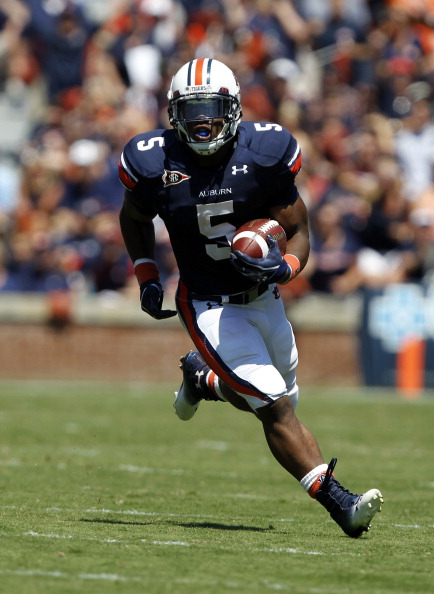AUBURN, AL - SEPTEMBER 10:  Running back Michael Dyer #5 of the Auburn Tigers runs for a first down against the Mississippi State Bulldogs in the first half on September 10, 2011 at Jordan-Hare Stadium in Auburn, Alabama. (Photo by Butch Dill/Getty Images)