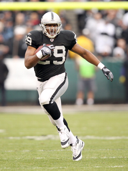 OAKLAND, CA - DECEMBER 18:  Michael Bush #29 of the Oakland Raiders in action against the Detroit Lions at O.co Coliseum on December 18, 2011 in Oakland, California.  (Photo by Ezra Shaw/Getty Images)