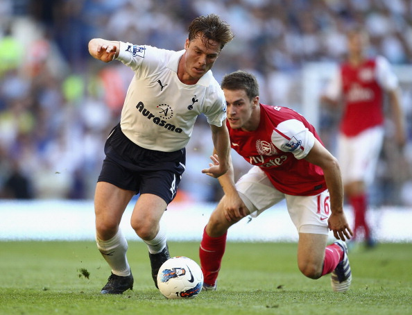 LONDON, ENGLAND - OCTOBER 02:  Scott Parker of Tottenham Hotspur and Aaron Ramsey of Arsenal battle for the ball during the Barclays Premier League match between Tottenham Hotspur and Arsenal at White Hart Lane on October 2, 2011 in London, England.  (Photo by Julian Finney/Getty Images)
