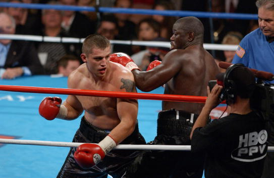 17 Nov 2001 : Sergei Liakhovich (L) and Friday Ahunanya exchange blows during the NABA heavyweight championship fight at the Mandalay Bay Resort & Casino in Las Vegas, Nevada. DIGITAL IMAGE. Mandatory Credit: Matthew Stockman/Allsport