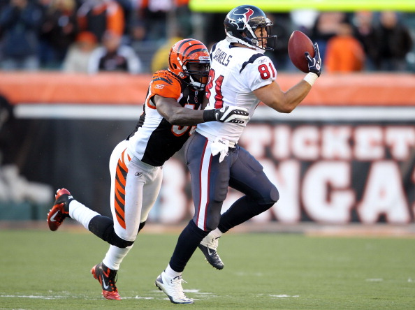 CINCINNATI, OH - DECEMBER 11:  Owen Daniels #81 of the Houston Texans catches a pass with one hand while defended by Thomas Howard #83 of the Cincinnati Bengals during the NFL game at Paul Brown Stadium on December 11, 2011 in Cincinnati, Ohio.  The Texans won 20-19.(Photo by Andy Lyons/Getty Images)