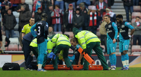 SUNDERLAND, ENGLAND - FEBRUARY 11: Per Mertesacker of Arsenal is put on a stretcher as he is substituted after suffering an injury during the Barclays Premier League match between Sunderland and Arsenal at the Stadium of Light on February 11, 2012 in Sunderland, England.  (Photo by Michael Regan/Getty Images)