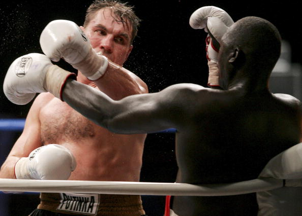 MOSCOW - DECEMBER 10:  Oleg Maskaev (L) of Russia in action against Peter Okhello of Uganda during the WBC Heavyweight title fight on December 10, 2006 in Moscow, Russia. (Photo by Dima Korotayev/Epsilon/Getty Images)