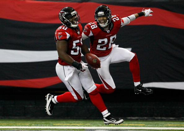 ATLANTA, GA - JANUARY 01:  Curtis Lofton #50 of the Atlanta Falcons celebrates an interception return for a touchdown against the Tampa Bay Buccaneers with Thomas DeCoud #28 at Georgia Dome on January 1, 2012 in Atlanta, Georgia.  (Photo by Kevin C. Cox/Getty Images)