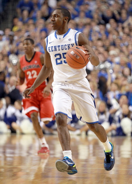 LEXINGTON, KY - MARCH 01:  Marquis Teaque #25 of the Kentucky Wildcats dribbles the ball during the game against Georgia Bulldogs at Rupp Arena on March 1, 2012 in Lexington, Kentucky.  (Photo by Andy Lyons/Getty Images)