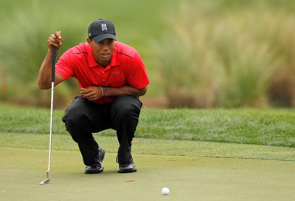 PALM BEACH GARDENS, FL - MARCH 04:  Tiger Woods lines up his putt on the 15th hole during the final round of the Honda Classic at PGA National on March 4, 2012 in Palm Beach Gardens, Florida.  (Photo by Mike Ehrmann/Getty Images)