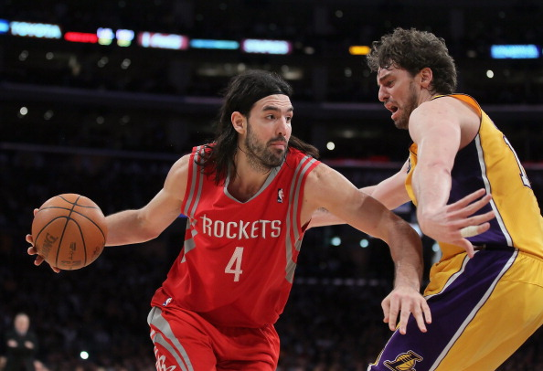 LOS ANGELES, CA - FEBRUARY 01:  Luis Scola #4 of the Houston Rockets is defended by Pau Gasol #16 of the Los Angeles Lakers in the second half at Staples Center on February 1, 2011 in Los Angeles, California. The Lakers defeated the Rockets 114-106. NOTE TO USER: User expressly acknowledges and agrees that, by downloading and or using this photograph, User is consenting to the terms and conditions of the Getty Images License Agreement.  (Photo by Jeff Gross/Getty Images)