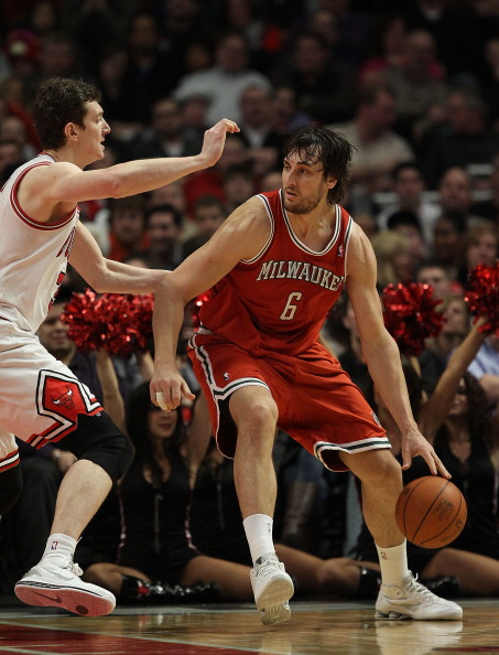 CHICAGO, IL - DECEMBER 28: Andrew Bogut #6 of the Milwaukee Bucks moves against Omer Asik #3 of the Chicago Bulls at the United Center on December 28, 2010 in Chicago, Illinois. The Bulls defeated the Bucks 90-77. NOTE TO USER: User expressly acknowledges and agrees that, by downloading and/or using this Photograph, User is consenting to the terms and conditions of the Getty Images License Agreement. (Photo by Jonathan Daniel/Getty Images)