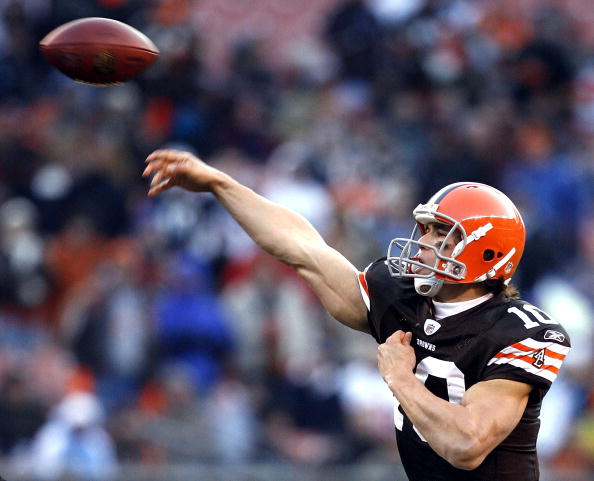 CLEVELAND - DECEMBER 06:  Brady Quinn #10 of the Cleveland Browns throws a pass against the San Diego Chargers at Cleveland Browns Stadium on December 6, 2009 in Cleveland, Ohio.  (Photo by Matt Sullivan/Getty Images)