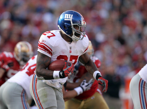SAN FRANCISCO, CA - NOVEMBER 13:  Brandon Jacobs #27 of the New York Giants in action against the San Francisco 49ers at Candlestick Park on November 13, 2011 in San Francisco, California.  (Photo by Ezra Shaw/Getty Images)
