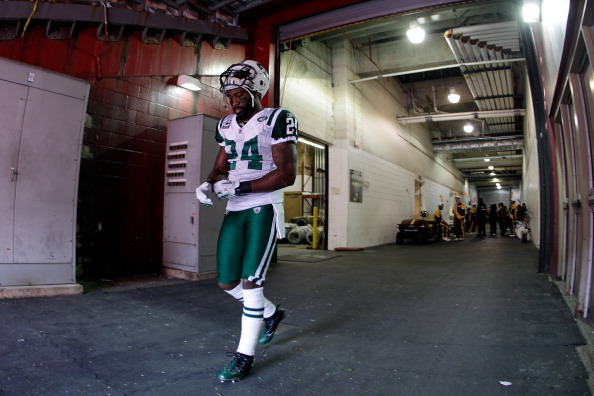 LANDOVER, MD - DECEMBER 04:  Darrelle Revis #24 of the New York Jets walks to the field before the start of the Jets game against the Washington Redskins at FedExField on December 4, 2011 in Landover, Maryland.  (Photo by Rob Carr/Getty Images)