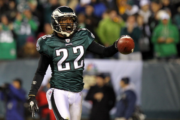 PHILADELPHIA - NOVEMBER 21:  Asante Samuel #22 of the Philadelphia Eagles celebrates after an interception in the second quarter against the New York Giants at Lincoln Financial Field on November 21, 2010 in Philadelphia, Pennsylvania.  (Photo by Nick Laham/Getty Images)
