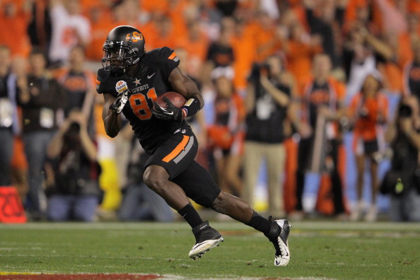 GLENDALE, AZ - JANUARY 02:  Justin Blackmon #81 of the Oklahoma State Cowboys catches a 67-yard touchdown reception in the second quarter against the Stanford Cardinal during the Tostitos Fiesta Bowl on January 2, 2012 at University of Phoenix Stadium in Glendale, Arizona.  (Photo by Doug Pensinger/Getty Images)