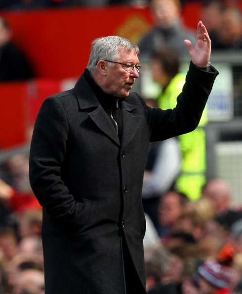 MANCHESTER, ENGLAND - APRIL 22:  Manchester United Manager Sir Alex Ferguson shows his frustration during the Barclays Premier League match between Manchester United and Everton at Old Trafford on April 22, 2012 in Manchester, England.  (Photo by Alex Livesey/Getty Images)