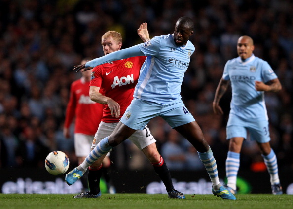 MANCHESTER, ENGLAND - APRIL 30:  Paul Scholes of Manchester United tussles for posession with Yaya Toure of Manchester City during the Barclays Premier League match between Manchester City and Manchester United at the Etihad Stadium on April 30, 2012 in Manchester, England.  (Photo by Alex Livesey/Getty Images)