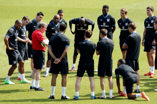 MANCHESTER, ENGLAND - MAY 24:  England manager Roy Hodgson talks to the team during an England training session at Etihad Stadium on May 24, 2012 in Manchester, England.  (Photo by Scott Heavey/Getty Images)