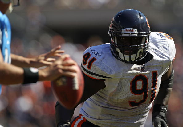 CHICAGO - SEPTEMBER 12: Tommie Harris #91 of the Chicago Bears pressures Shaun Hill #14 of the Detroit Lions during the NFL season opening game at Soldier Field on September 12, 2010 in Chicago, Illinois. The Bears defeated the Lions 19-14. (Photo by Jonathan Daniel/Getty Images)