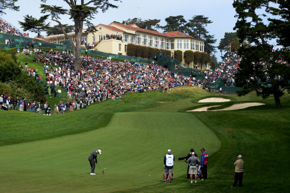SAN FRANCISCO, CA - JUNE 14:  Tiger Woods of the United States plays a shot to the 18th green during the first round of the 112th U.S. Open at The Olympic Club on June 14, 2012 in San Francisco, California.  (Photo by Harry How/Getty Images)