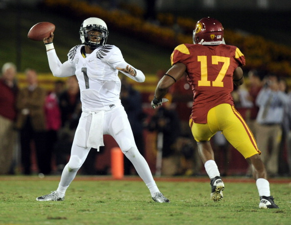 LOS ANGELES, CA - OCTOBER 30:  Darron Thomas #1 of the Oregon Ducks passes in front of Michael Morgan #17 of the USC Trojans during the second quarter at Los Angeles Memorial Coliseum on October 30, 2010 in Los Angeles, California.  (Photo by Harry How/Getty Images)