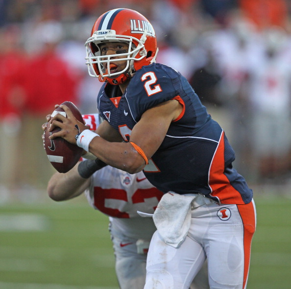 CHAMPAIGN, IL - OCTOBER 15:  Nathan Scheelhaase #2 of the Illinois Fighting Illini looks for a receiver against the Ohio State Buckeyes at Memorial Stadium on October 15, 2011 in Champaign, Illinois.  Ohio State defeated Illinois 17-7.  (Photo by Jonathan Daniel/Getty Images)