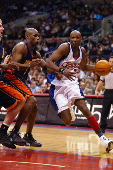 LOS ANGELES - DECEMBER 28:  Lamar Odom #7 of the Los Angeles Clippers drives past Antawm Jamison #33 of the Golden State Warriors during the game at Staples Center on December 28, 2002 in Los Angeles, California.  The Warriors won 99-92.  NOTE TO USER: User expressly acknowledges and agrees that, by downloading and or using this photograph, User is consenting to the terms and conditions of the Getty Images License Agreement.  (Photo by Lisa Blumenfeld/Getty Images)