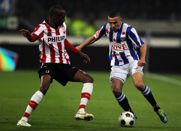 HEERENVEEN, NETHERLANDS - MARCH 21:  Oussama Assaidi of Heerenveen and Atiba Hutchinson of PSV battle for the ball during the Dutch Cup Semi Final between SC Heerenveen and PSV Eindhoven at Abe Lenstra Stadion on March 21, 2012 in Heerenveen, Netherlands.  (Photo by Dean Mouhtaropoulos/Getty Images)