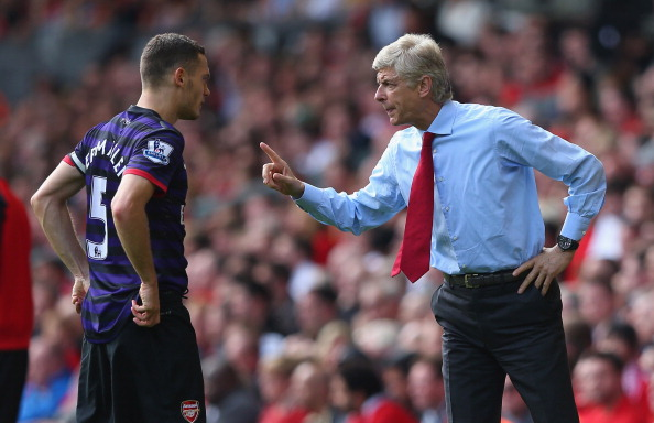 LIVERPOOL, ENGLAND - SEPTEMBER 02:  Arsene Wenger the manager of Arsenal gives Thomas Vermaelen instructions during the Barclays Premier League match between Liverpool and  Arsenal at Anfield on September 2, 2012 in Liverpool, England.  (Photo by Alex Livesey/Getty Images)