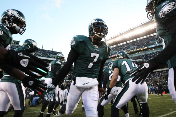 PHILADELPHIA, PA - JANUARY 09:  Michael Vick #7 of the Philadelphia Eagles takes the field before playing against the Green Bay Packers in the 2011 NFC wild card playoff game at Lincoln Financial Field on January 9, 2011 in Philadelphia, Pennsylvania.  (Photo by Al Bello/Getty Images)