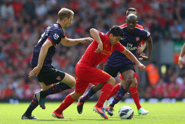 LIVERPOOL, ENGLAND - SEPTEMBER 02:  Luis Suarez of Liverpool breaks past Per Mertesacker and Abou Diaby of Arsenal during the Barclays Premier League match between Liverpool and  Arsenal at Anfield on September 2, 2012 in Liverpool, England.  (Photo by Alex Livesey/Getty Images)