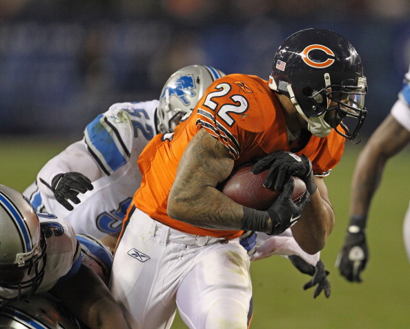 CHICAGO, IL - NOVEMBER 13:  Matt Forte #22 of the Chicago Bears tries to break away from (L-R) Ndamukong Suh #90, Cliff Avril #92 and Justin Durant #52 of the Detroit Lions at Soldier Field on November 13, 2011 in Chicago, Illinois. The Bears defeated the Lions 37-13.  (Photo by Jonathan Daniel/Getty Images)