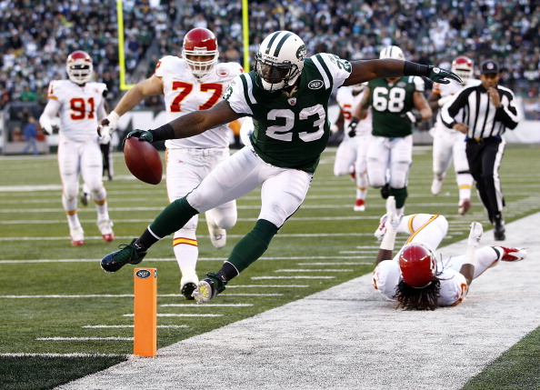 EAST RUTHERFORD, NJ - DECEMBER 11:  Shonn Greene #23 of the New York Jets tries to stay in bounds on a run during a game against the Kansas City Chiefs at MetLife Stadium on December 11, 2011 in East Rutherford, New Jersey.  (Photo by Jeff Zelevansky/Getty Images)