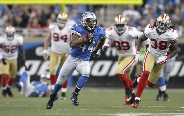 DETROIT - OCTOBER 16:  Jahvid Best #44 of the Detroit Lions runs for a 36 yard gain after a short pass from quarterback Matthew Stafford #9 during the NFL game against the San Francisco 49ers at Ford Field on October 16, 2011 in Detroit, Michigan. The 49ers defeated the Lions 25-19.  (Photo by Leon Halip/Getty Images)