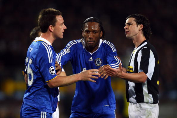 TURIN, ITALY - MARCH 10:  Tiago of Juventus and John Terry of Chelsea are separated by Didier Drogba during the UEFA Champions League, First knock-out round, second leg match between Juventus and Chelsea at Stadio Olimpico di Torino on March 10, 2009 in Turin, Italy.  (Photo by Michael Steele/Getty Images)