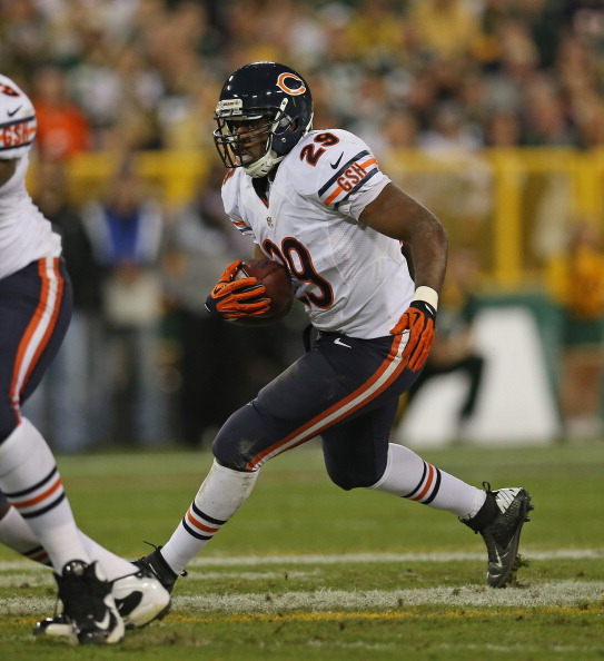 GREEN BAY, WI - SEPTEMBER 13: Michael Bush #29 of the Chicago Bears runs against the Green Bay Packers at Lambeau Field on September 13, 2012 in Green Bay, Wisconsin. The packers defeated the Bears 23-10. (Photo by Jonathan Daniel/Getty Images)