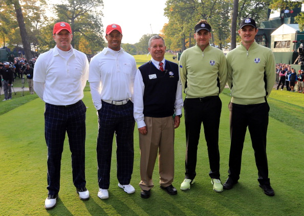 MEDINAH, IL - SEPTEMBER 28:  Steve Stricker and Tiger Woods of the USA pose with referee Bob Korbel and Ian Poulter and Justin Rose of Europe on the first tee during the Morning Foursome Matches for The 39th Ryder Cup at Medinah Country Club on September 28, 2012 in Medinah, Illinois.  (Photo by David Cannon/Getty Images)