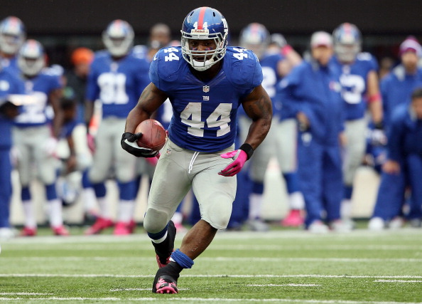 EAST RUTHERFORD, NJ - OCTOBER 07:  Running back Ahmad Bradshaw #44 of the New York Giants carries the ball against the Cleveland Browns at MetLife Stadium on October 7, 2012 in East Rutherford, New Jersey.  (Photo by Alex Trautwig/Getty Images)