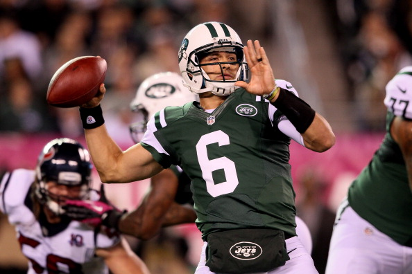 EAST RUTHERFORD, NJ - OCTOBER 08:  Mark Sanchez #6 of the New York Jets throws a pass against the Houston Texans at MetLife Stadium on October 8, 2012 in East Rutherford, New Jersey.  (Photo by Alex Trautwig/Getty Images)