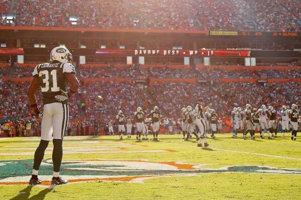 MIAMI GARDENS, FL - JANUARY 01:   Antonio Cromartie #31 of the New York Jets looks on during a game against the Miami Dolphins at Sun Life Stadium on January 1, 2012 in Miami Gardens, Florida.  (Photo by Mike Ehrmann/Getty Images)