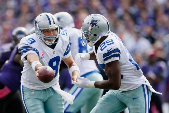 BALTIMORE, MD - OCTOBER 14:  Quarterback Tony Romo #9 hands the ball off to running back DeMarco Murray #29 of the Dallas Cowboys during the first half against the Baltimore Ravens at M&T Bank Stadium on October 14, 2012 in Baltimore, Maryland.  (Photo by Rob Carr/Getty Images)