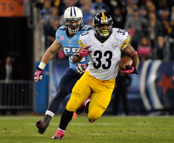 NASHVILLE, TN - OCTOBER 11:  Isaac Redman #33 of the Pittsburgh Steelers rushes past Colin McCarthy #52 of the Tennessee Titans at LP Field on October 11, 2012 in Nashville, Tennessee.  (Photo by Frederick Breedon/Getty Images)