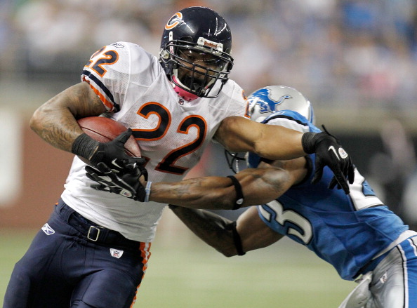 DETROIT, MI - OCTOBER 10:  Matt Forte #22 of the Chicago Bears tries to get around the tackle of  Aaron Berry #32 of the Detroit Lions during a second quarter run at Ford Field on October 10, 2011 in Detroit, Michigan.  (Photo by Gregory Shamus/Getty Images)